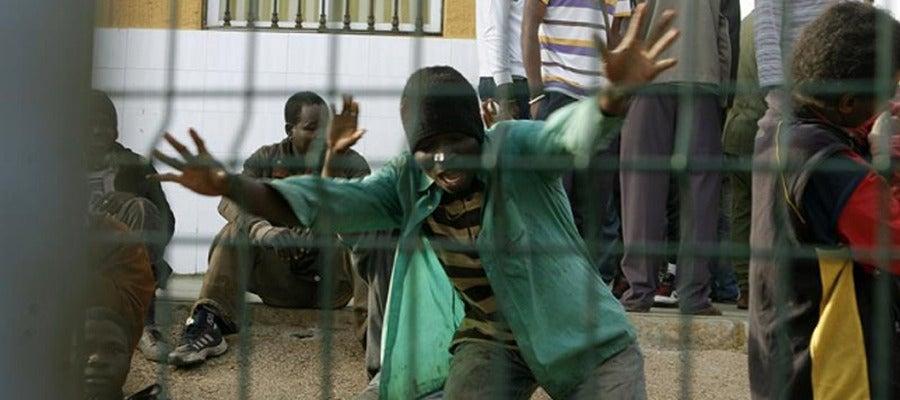 Unos 500 inmigrantes entran en Melilla en un nuevo asalto a la valla