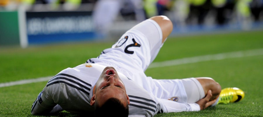 Jesé se duele sobre el césped del Bernabéu