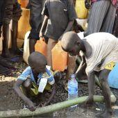 La carencia de un suministro adecuado de agua expone a los niños a enfermedades como el cólera