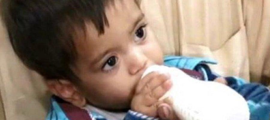 Mohammad Musa, de sólo nueve meses de edad, llegó a la audiencia judicial con su biberón