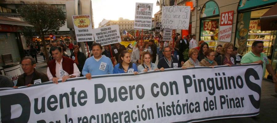 Manifestación a favor de la continuidad de Pingüinos en el Pinar de Puente Duero
