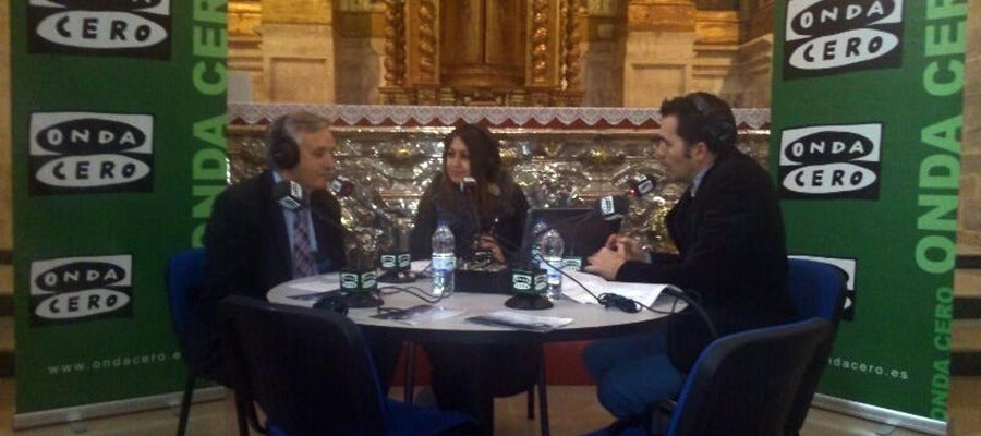 El alcalde de la localidad, Artemio Domínguez entrevistado por Clara Saavedra y Luis Amo