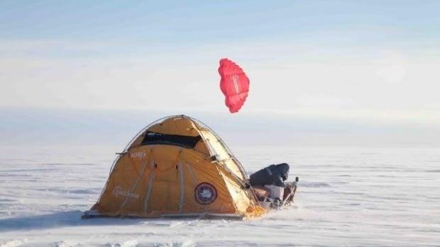 El trineo eólico español que coronó la cumbre de hielo de Groenladia
