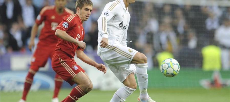 Cristiano Ronaldo y Lahm durante un duelo
