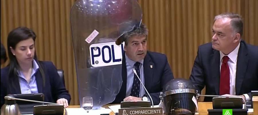 El Director General de la Policía muestra el estado del material antidisturbios tras el 22M.