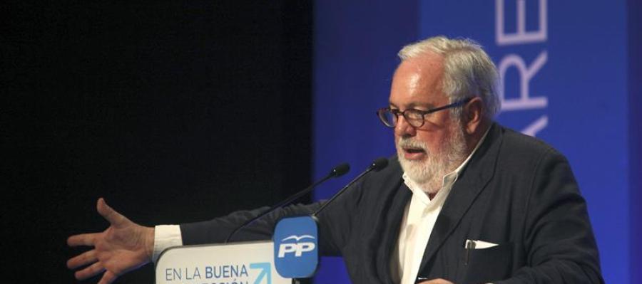 Arias Cañete en un acto de campaña