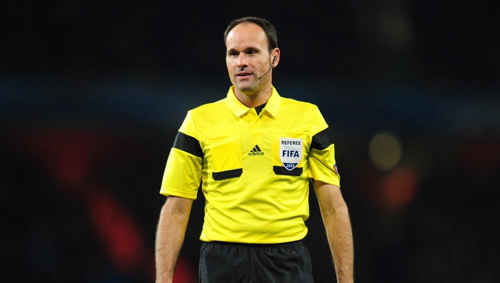Mateu Lahoz, durante un partido