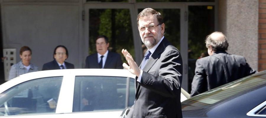 El presidente del Gobierno, Mariano Rajoy, a su llegada a la sede del PP tras su paso por la capilla ardiente de Isabel Carrasco