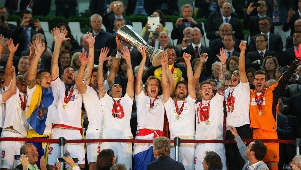 El Sevilla levanta la Europa League