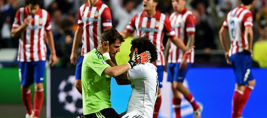 Casillas y Marcelo se abrazan al final de los 90 minutos