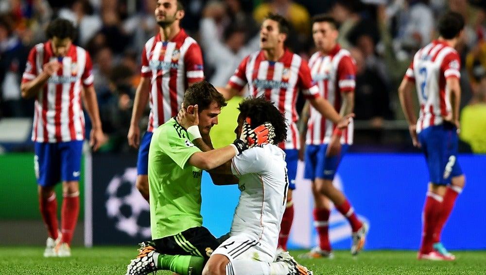 Casillas y Marcelo se abrazan al final de los 90 minutos