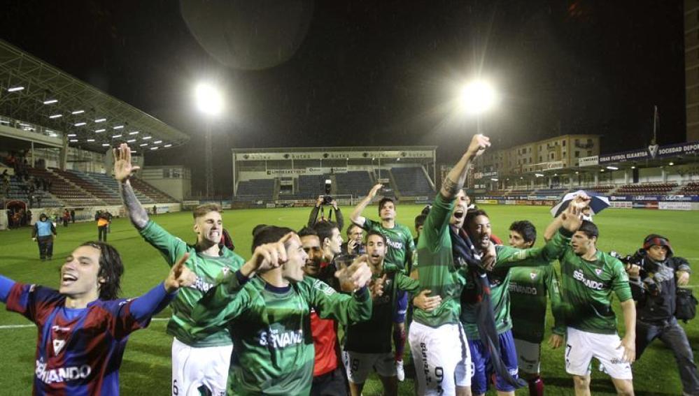 El Eibar celebra su ascenso a Primera
