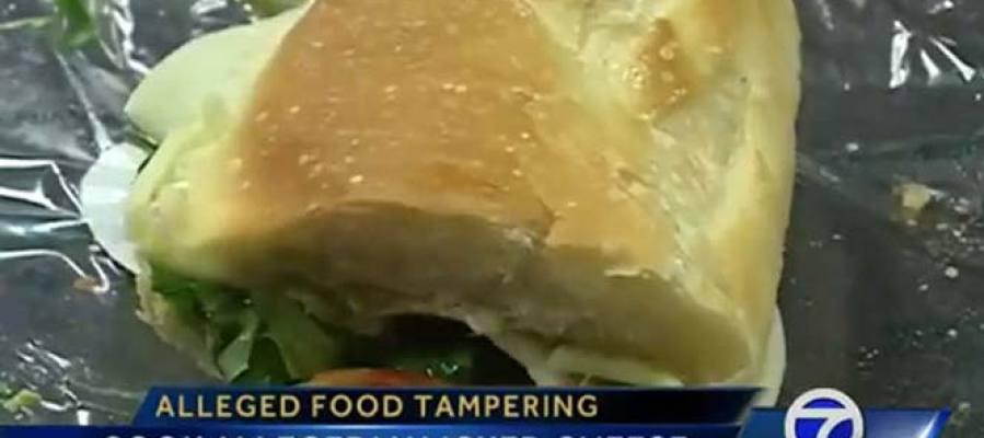 Cocinera detenida por lamer sándwiches