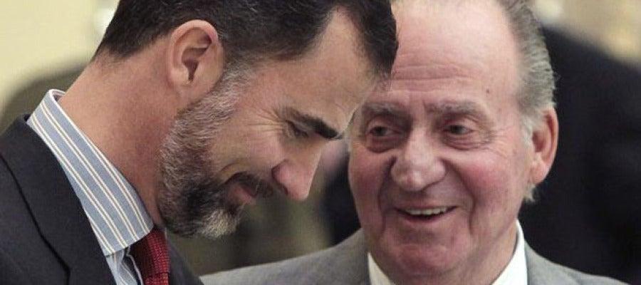 El Príncipe Felipe junto a su padre (Archivo)