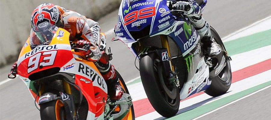 Marc Máquez y Jorge Lorenzo pelean por la victoria en el GP de Italia