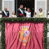 La Familia Real saluda desde el balcón
