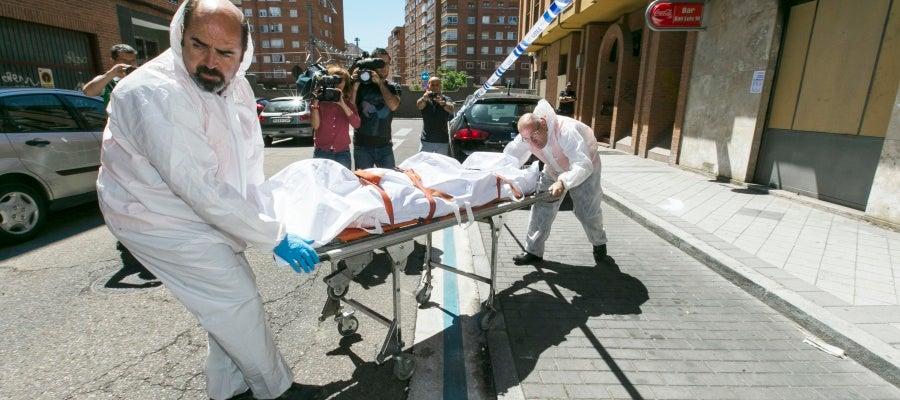 Localizan un cadáver en la bañera de un piso de la calle San Luis cuando intentan sofocar un incendio