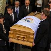 Los restos mortales de Alfredo Di Stéfano abandonan el estadio Santiago Bernabéu