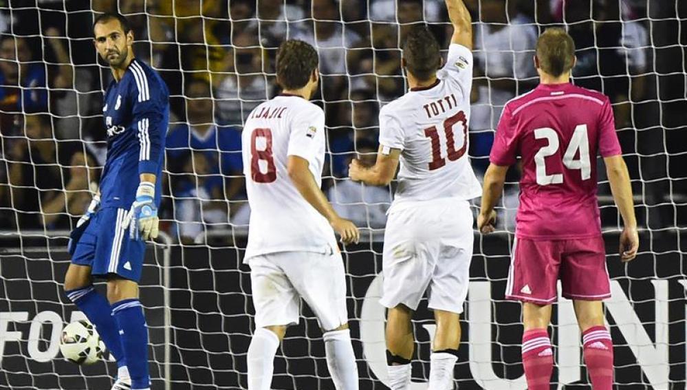 El gol de la victoria de  Francesco Totti deja a un Madrid desprovisto de título