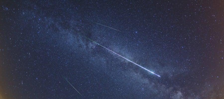 Imagen de varias Perseidas tomadas la noche del máximo en el año 2012