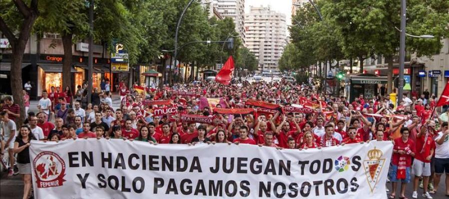 Manifestación en Murcia por los problemas con el club