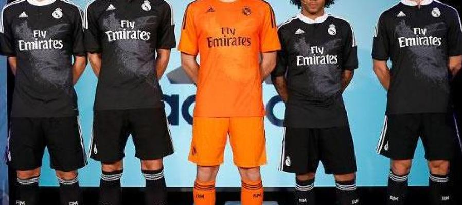 Los jugadores del Real Madrid lucen la nueva camiseta negra