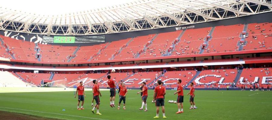 Entrenamiento del Athletic de Bilbao en el nuevo San Mamés