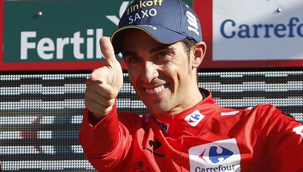 Alberto Contador, con el maillot rojo en el podio