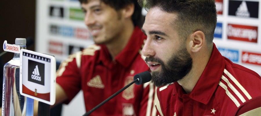 Dani Carvajal y David Silva durante una rueda de prensa