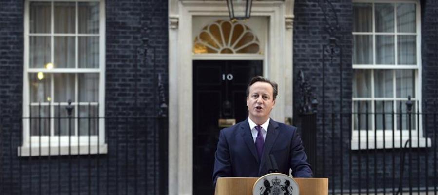 Cameron habla con los medios
