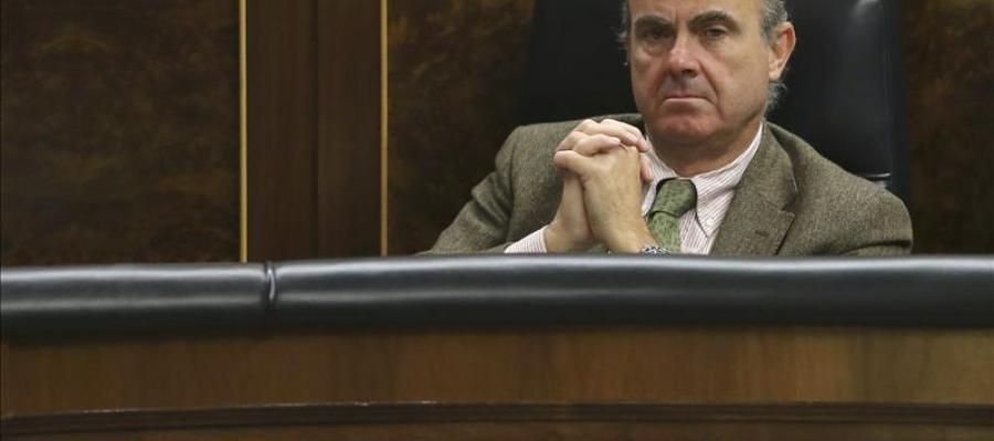 Luis de Guindos en su escaño del Congreso