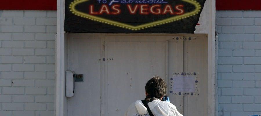 La policía científica realiza su trabajo en el club de alterne 'Las Vegas' en Medina del Campo