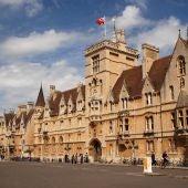 Fachada de la Universidad de Oxford.