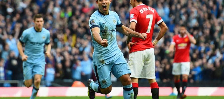 Agüero celebra su gol ante el Manchester United