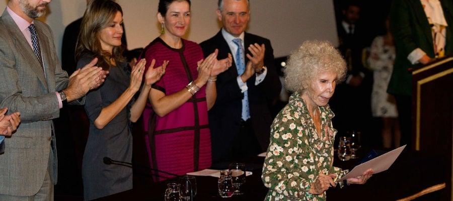Felipe VI y la reina Letizia, en 2010 durante una entrega de premios a la Duquesa de Alba
