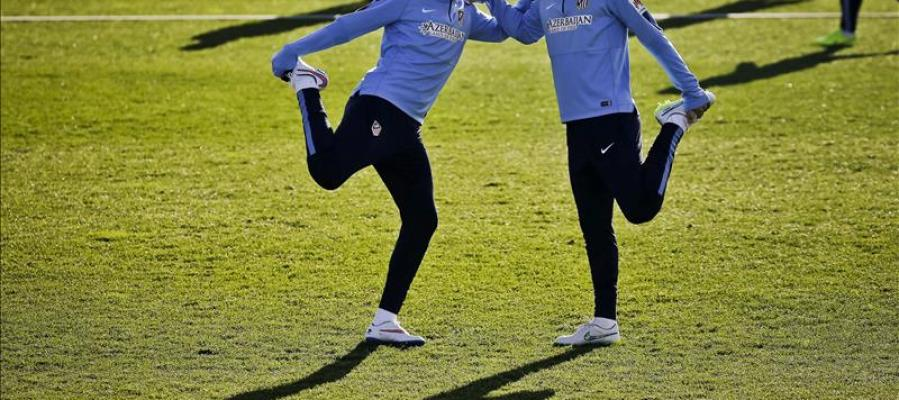 El Atlético de Madrid entrena en el Cerro del Espino