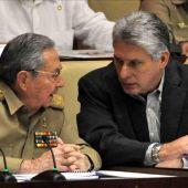El presidente de Cuba, Raúl Castro y el primer vicepresidente Miguel Díaz-Canel