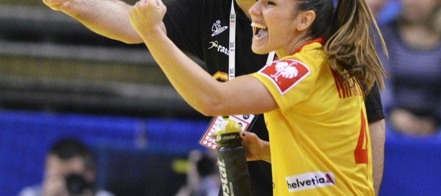 Carmen Martín celebra una victoria con Jorge Dueñas