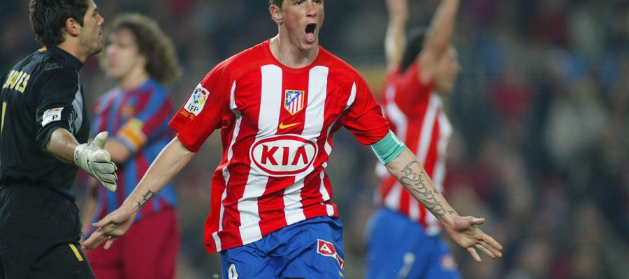 Torres celebra un gol ante el Barcelona