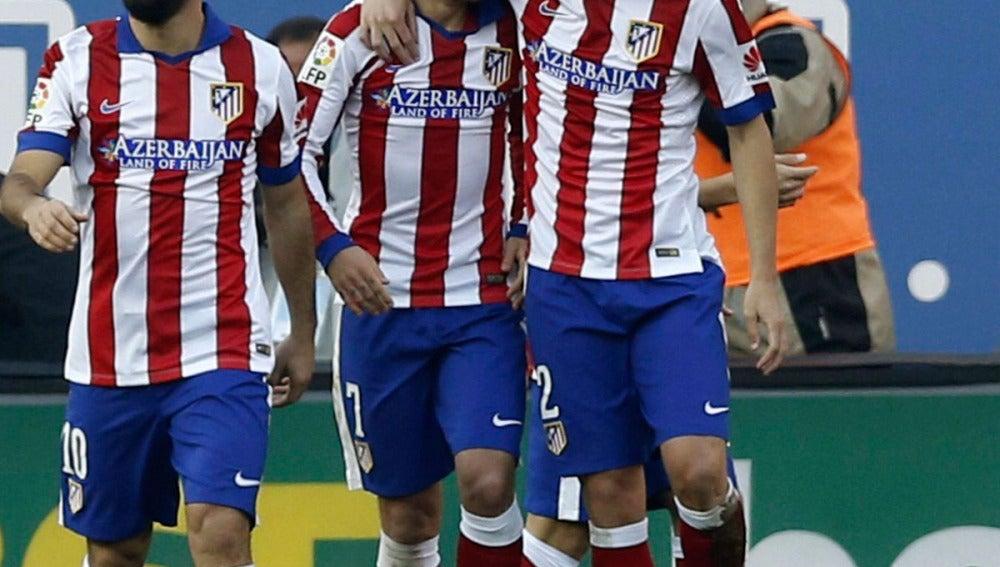 Griezmann y Diego Godín celebran un gol