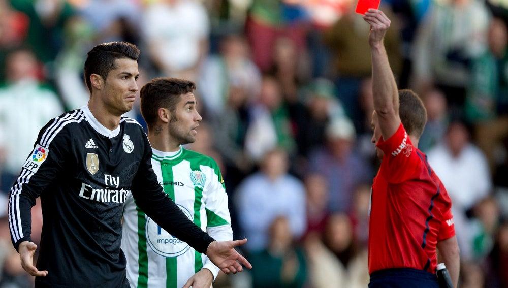 Cristiano Ronaldo ve la roja directa