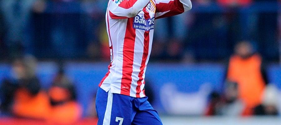 Griezmann aplaude  al publico del Calderón