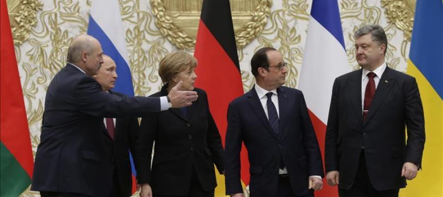 Los líderes abandonan la sede de la cumbre tras alcanzar un acuerdo de paz para Ucrania