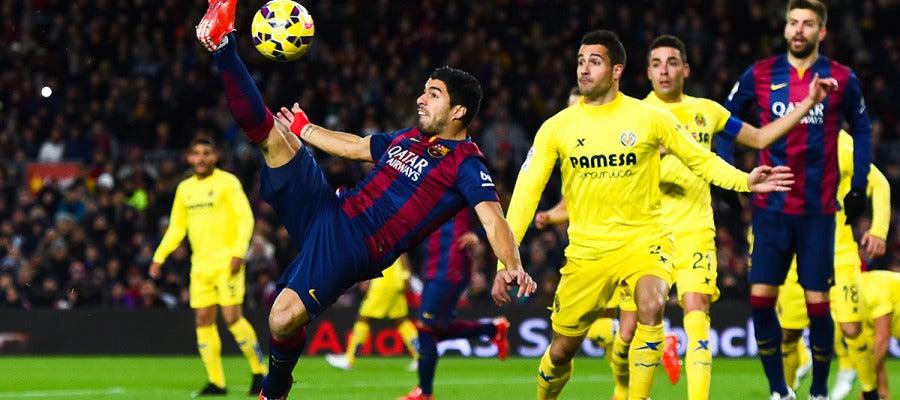 Luis Suárez remata de forma acrobática ante el Villarreal