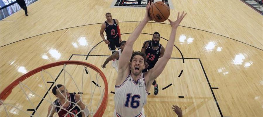 Pau Gasol en el salto inicial del All Star de la NBA.