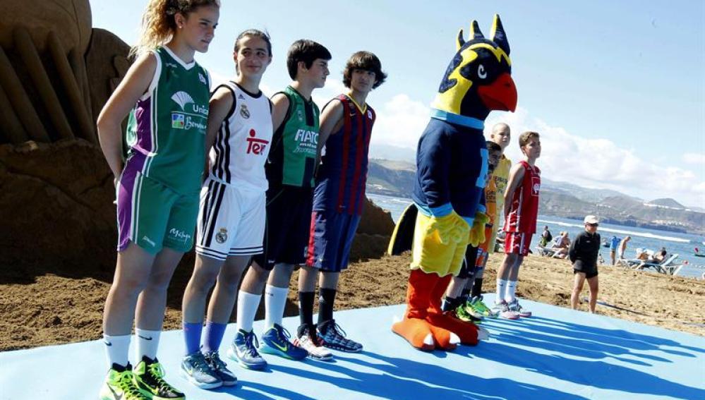 Presentación de la Copa del Rey de baloncesto 2015 en la playas de Gran Canaria