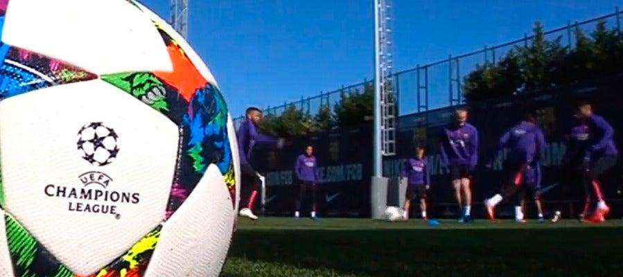 Entrenamiento del FC Barcelona antes de viajar a Manchester