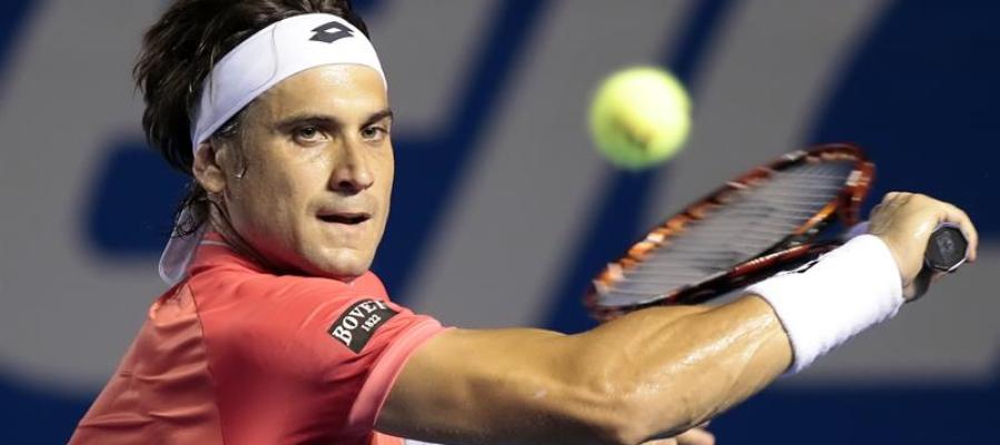 David Ferrer golpea la bola en el tornero de Acapulco