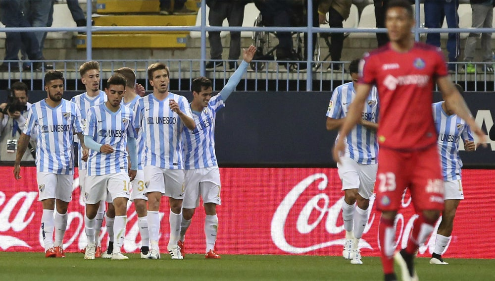 Los jugadores del Málaga celebran un gol ante el Getafe
