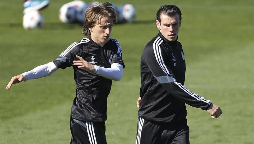 Luka Modric entrenando junto a Gareth Bale